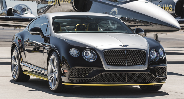 c24f818a59f A Breitling e a Bentley revelaram o Bentley Continental GT Speed Breitling  Jet Team Series durante o Seattle Boeing Seafair Airshow.